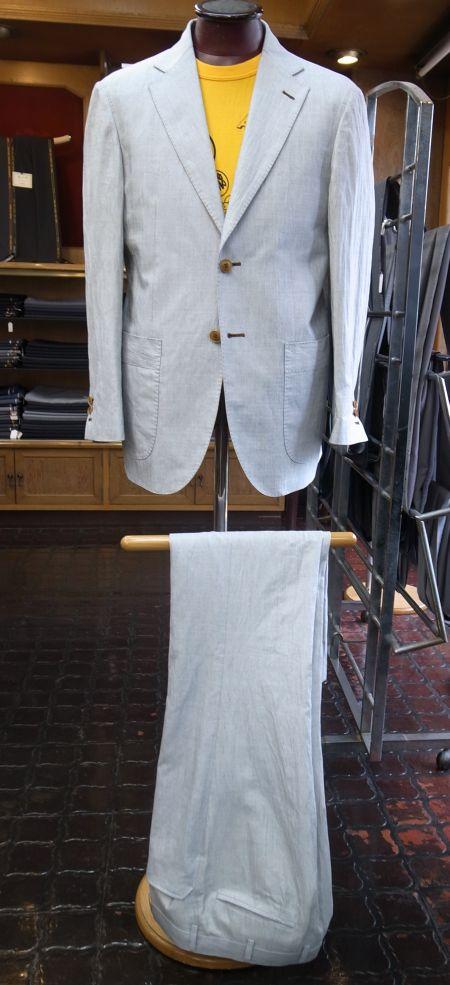 春夏の白いスーツ