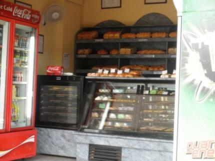 パン屋さんでパンを買う