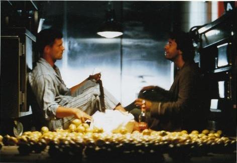 テキーラを飲みながら話す2人