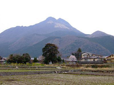 由布岳と湯布院の風景