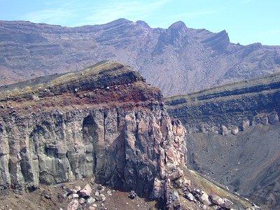 中岳のカルデラ