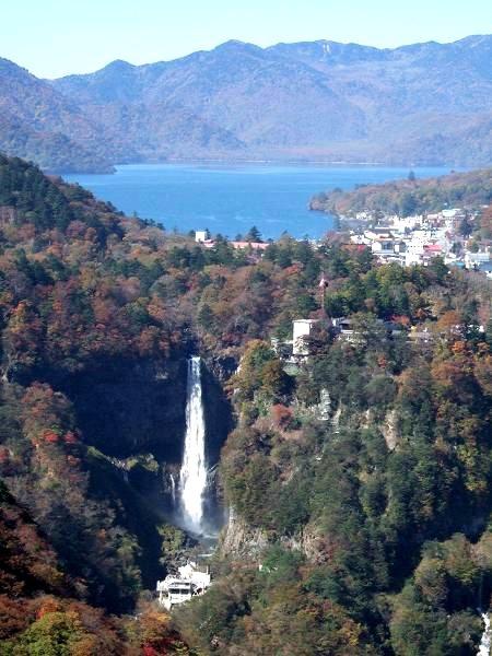 日光明智平から見た「華厳の滝」と「中禅寺湖」