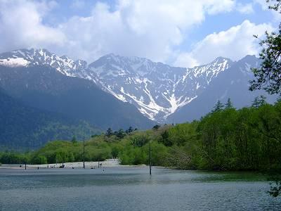 大正池から見る穂高連峰