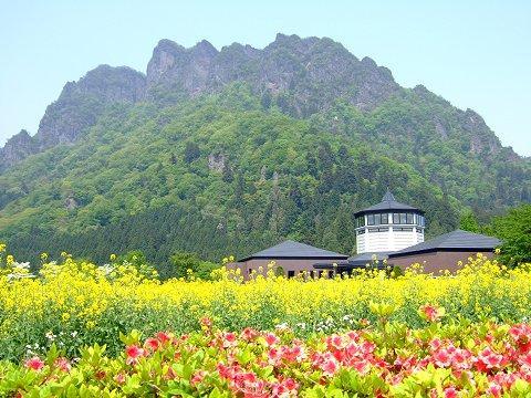 「妙義町立ふるさと美術館」からの妙義山の眺め