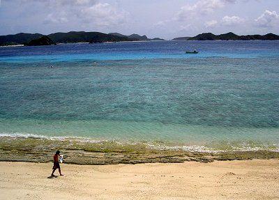 ケラマ諸島、座間味村・阿嘉島の北浜(ニシハマ)ビーチ