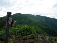 松手山より平標山方面を望む