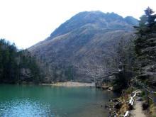 弥陀ヶ池越しの白根山