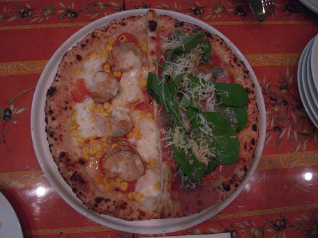 北海道産ホタテとコーンのピッツァと~♪プロシュートとルッコラのピッツァ♪
