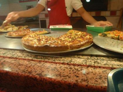 ピザもデカイ