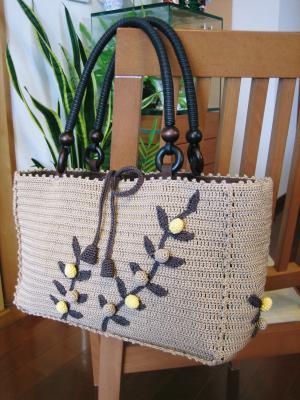木の実モチーフのバッグ01