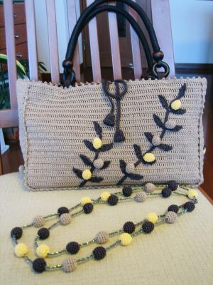 木の実モチーフのバッグ02