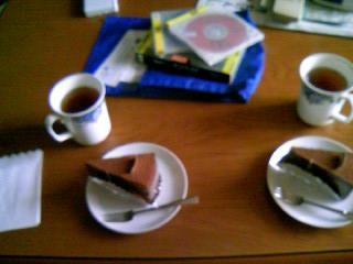 紅茶とチョコレートケーキとDVD