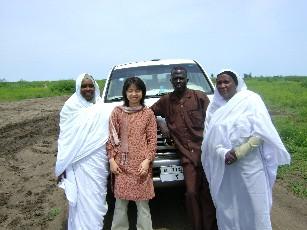 プロジェクト車両運転手セビット(右から二番目)