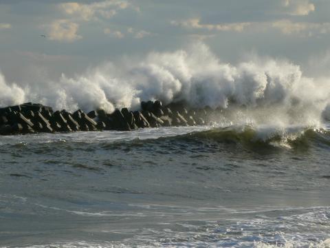 波濤をくぐる風