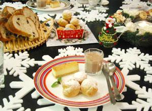 プチシューと、ブルーチーズケーキと、試作のココアプリンと、美味しいパン!