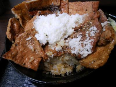 花畑牧場ホエー豚亭ホエー豚丼トムチーズがけ白雪チーズ