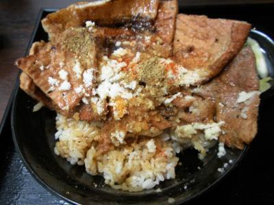 花畑牧場ホエー豚亭ホエー豚丼トムチーズがけ山椒、一味