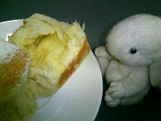 クリームパンでコーヒータイム