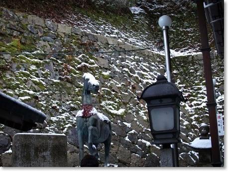 お馬さんにも雪・・・