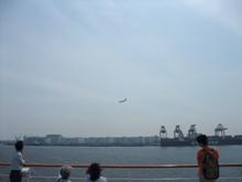 羽田空港に着陸する飛行機が