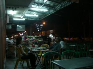 Naresuan Rd 沿いのお店