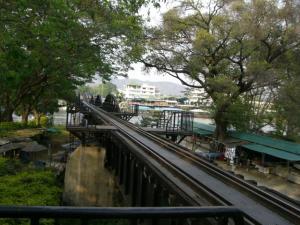 クウェー川鉄橋はしっこ