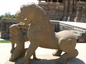 デーヴィー・ジャクダンベ寺院像