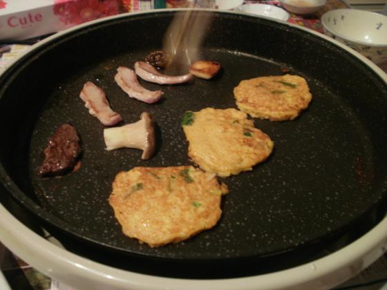 タマゴ醤油ご飯をフライパンで炒めていきます