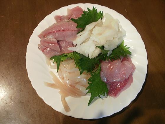 天ぷらの他に刺身がつきます。