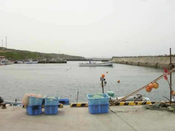 穏やかな表情を見せる厚田漁港