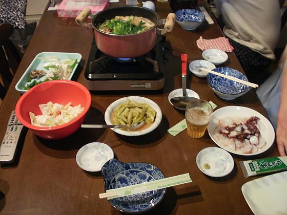 今夜は山菜料理とモツ鍋です