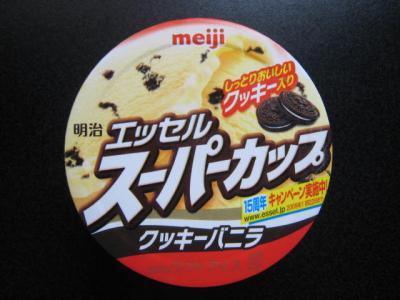 スーパーカップクッキーバニラ