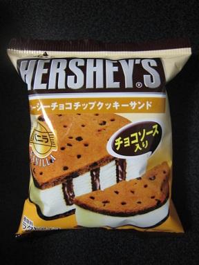 ハーシーチョコチップクッキーサンドバニラ
