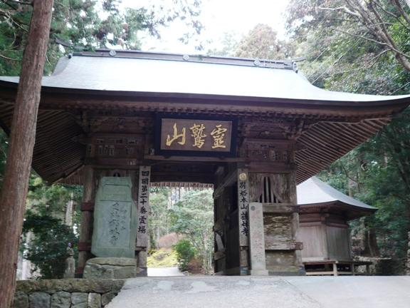 山の中のお寺って、厳かな雰囲気が漂います