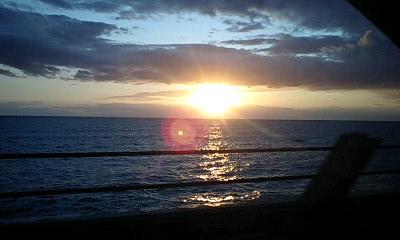 海にしずみゆく夕日