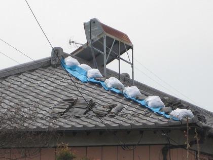 屋根上のブルーシート