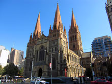 その駅前の教会~ いかにも歴史がありそうな佇まい