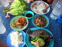 イサーン料理~ パックソット ラープムー 魚w シンプルかつウマ