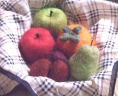 秋の果物(リンゴ、洋なし、栗、柿)