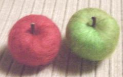 秋の果物(リンゴ、赤青)