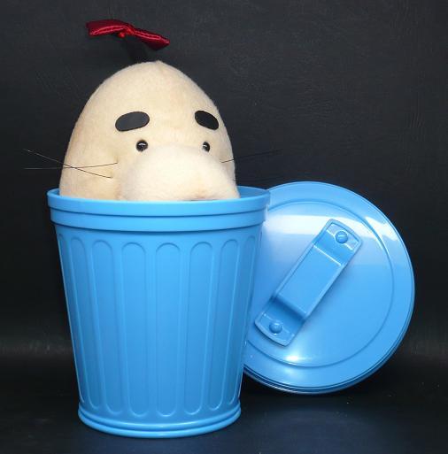 どせいさんINゴミ箱