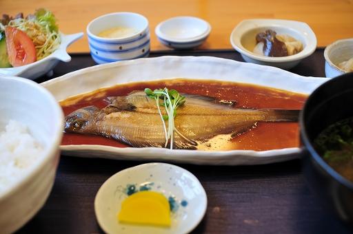 この日の昼食は煮魚定食