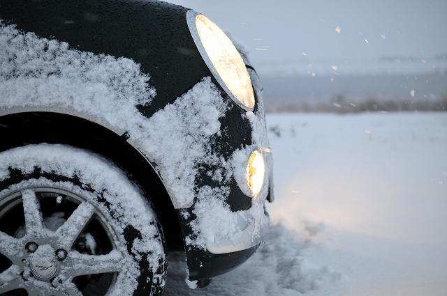 雪の中のチョロQ
