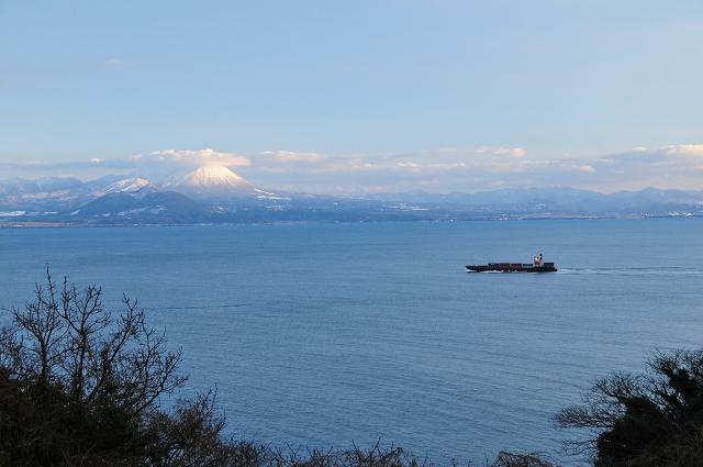 貨物船と大山