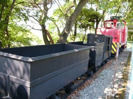 大型四角鉱車