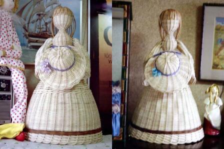 籐手芸 帽子を持つ人形