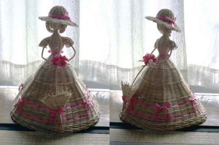 籐手芸 パラソルを持つ人形 1