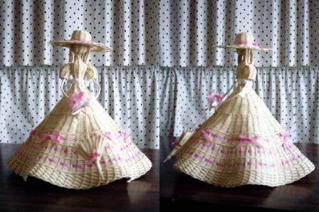 籐手芸 パラソルを持つ人形 2