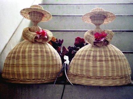 籐手芸 花を持つラタンドール&バラ