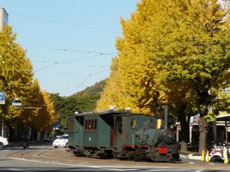 花園町の銀杏並木 4 伊予鉄道・坊っちゃん列車